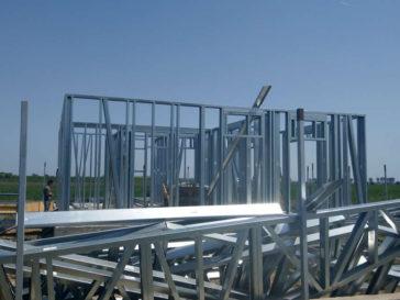 Montaj de structura metalica pentru proiect de casa in Domnesti