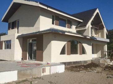 aplicare accente decorative maro tencuiala decorativa casa saftica