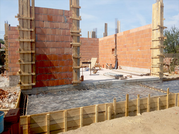 cofrare turnare beton stalpi zidarie pereti exteriori proiect de casa