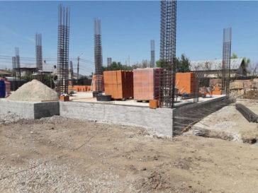 montajul stalpilor si inceperea zidariei peretilor exteriori
