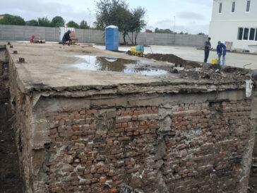 Decopertare pentru consolidare demisol existent constructie hala 240 mp