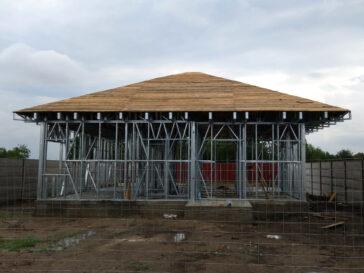 Montaj ferme metalice acoperis si astereala proiect casa 120 mp in Braila