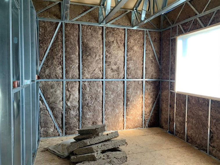 Constructie casa metalica umplutura cu vata bazaltica a peretilor interiori